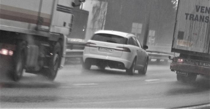 Hvis transportkjøperen krever at transportøren benytter et system for styring av trafikksikkerhet (STS), vil det bidra til utbredelsen av STS, poengterer artikkelforfatterne. Illustrasjonsfoto: F. Dahl