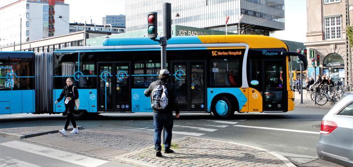 I og omkring København skal buss, metro, S-tog, privatbaner og en kommende trikkelinje samkjøres bedre enn i dag. Foto: F. Dahl.