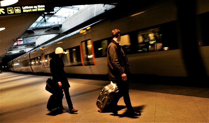 Jernbanestasjonen ved Københavns Lufthavn har to perronger og bør ifølge Danmarks regjering få to til. Foto: F. Dahl