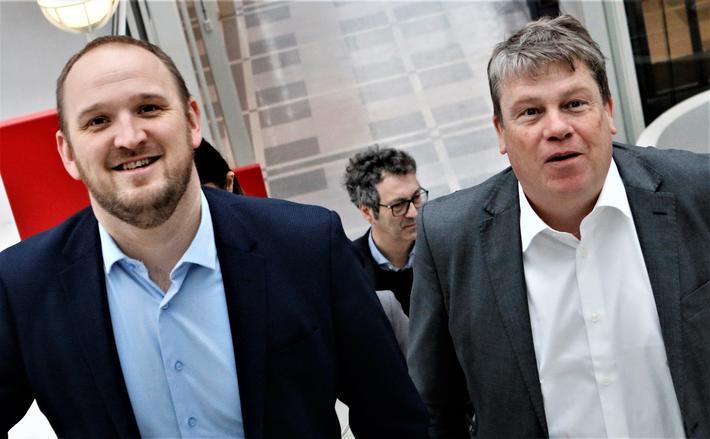 Det er in å ta trappen fremfor heisen. Her er samferdselsminister Jon Georg Dale (t.v.) og TØI-direktør Gunnar Lindberg på vei opp til TØI-lokalene i Forskningsparken i Oslo, etter å ha hilst på hverandre på utsiden. Foto: F. Dahl
