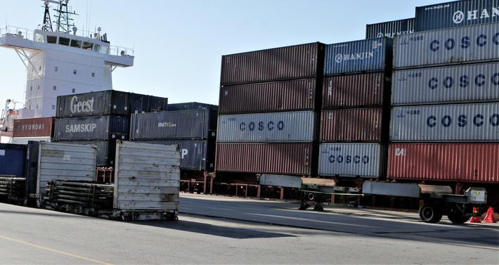Innsenderne ser fare for at viktige havner nedprioriteres eller legges ned, med den følge at «en enda større del av godstransporten inn til de store byene vil gå på lastebiler.» Illustrasjonsfoto: F. Dahl