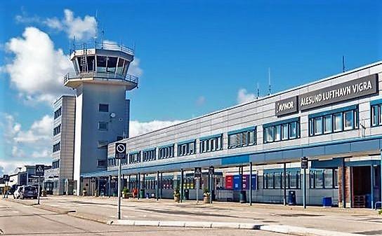 Lufthavnen ved Ålesund, en av de to der tårntjenestene skal utføres av spanske Saerco. Foto: Avinor