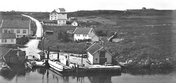 «Salhusfærgen» fotografert av Wilse i 1932. Foto: Nasjonalbiblioteket/Wikipedia Commons. (Leiv Nordstrands artikkel kan leses som et apropos til Statens vegvesens arrangement 27. og 28. mars av den nasjonale «Ferjekonferansen 2019» i Ålesund)