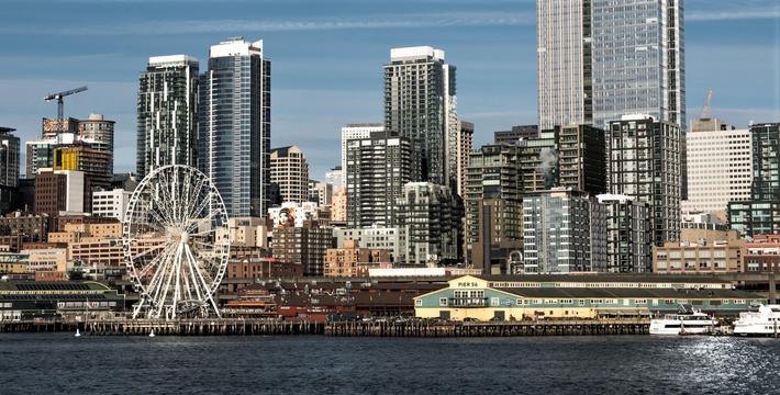 Seattle veitunnel. Alaskan Way Viaduct, en stor betongkloss av en høybro, har vært en sperre mellom det moderne sentrum av Seattle og sjøkanten.