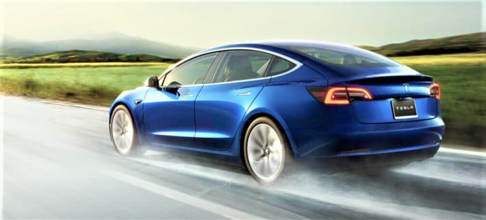 IFO-instituttet hevder at en Tesla Model 3 (bildet) står for større livsløpsutslipp av CO2 enn en Mercedes 220 med dieselmotor … Illustrasjon: Tesla.