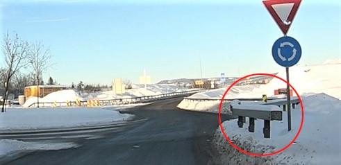 Trafikkfarlig rekkverk. En rekkverksende som ifølge Vegtilsynet «ikke er tilstrekkelig sikret.» Foto: Vegtilsynet