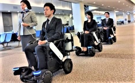 Selvkjørende elektrisk rullestol. I testperioden skal rullestolene ledsages av ANA-personell.
