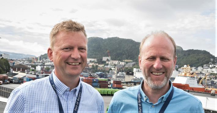 fremtidig Bergen Havn. Havnedirektør Johnny Breivik (t.v.) og forretningsutvikler Nils Møllerup er klare på at den nye mulighetsstudien vil gi en mer moderne og tidsmessig havn.