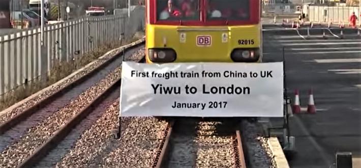 Godstog fra Kina, vel fremme i London. Illustrasjon: Klipp fra YouTube.