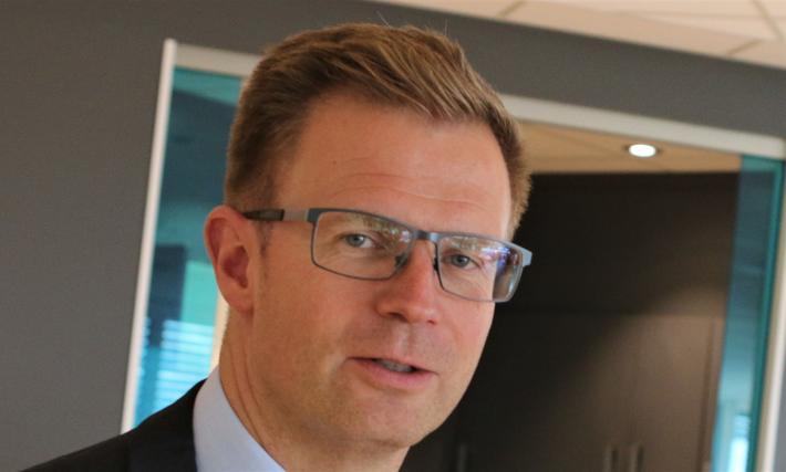 Kabotasje buss. Danmarks transportminister Benny Engelbrecht: «Jeg hadde selvfølgelig gjerne sett at vi kunne løse problemet med de utenlandske bussene med klarere felles EU-regler, men det kan vi ikke vente på.» Foto: F. Dahl