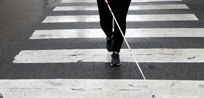 Fotgjengerfelt, blinde, svaksynte. Norges Blindeforbund ønsker mer veioppmerking som denne. Foto: Norges Blindeforbund.