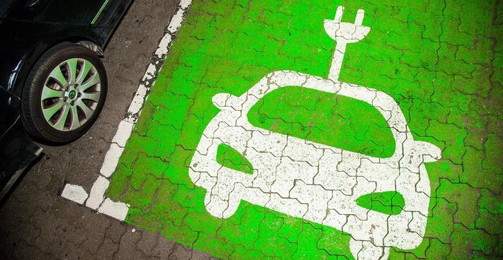 Grønn bilisme, Danmark. «Fremtidens bilpark skal være grønn», sier transportminister Benny Engelbrecht. Illustrasjonsfoto: Ulrik Jantzen