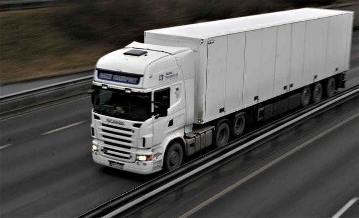 Lastebil, drivstoff og miljø. Nye digitale datakilder kan bidra til redusert drivstofforbruk, fastslår artikkelforfatterne. Illustrasjonsfoto: F. Dahl