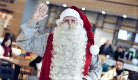 Julenissen og Rovaniemi. Denne mannen var, naturligvis, blant de tilstedeværende. Foto: Finavia