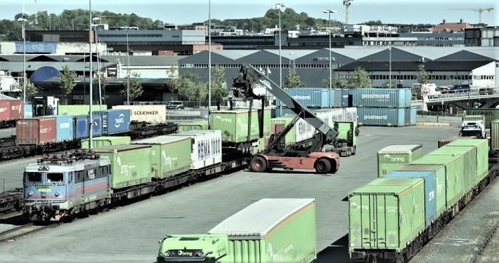 Godsterminal, Trondheim. Denne terminalen på Brattøra kan legges ned hvis det satses på en utvidelse av Heggestadmoen-terminalen, mener Jernbaneverket. Foto: Njål Svingheim