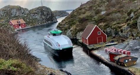 Klimavennlige hurtigbåter. Hurtigbåten som betjener forbindelsen Haugesund–Røvær kan bli «verdens første utslippsfrie hurtigbåt», mener Miljødirektoratet. Foto: Lars Erik Tveit/Kolumbus