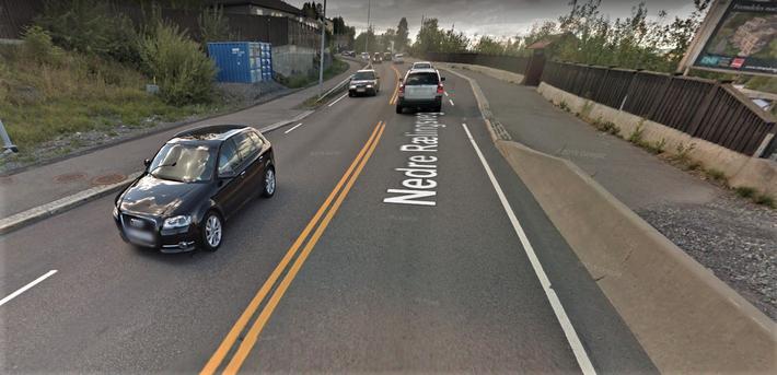 Kryssing av veien. Ville du krysset her? Tilrettelagt kryssing ved Borgen bussholdeplass i Rælingen kommune. Illustrasjon: Klipp fra Google Maps, 2018