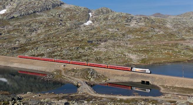 Tog for fly. Lengre reisetid enn med fly, men UiO har planlagt et konferanseprogram for togreisen. Illustrasjonsfoto: David Gubbler / Flickr