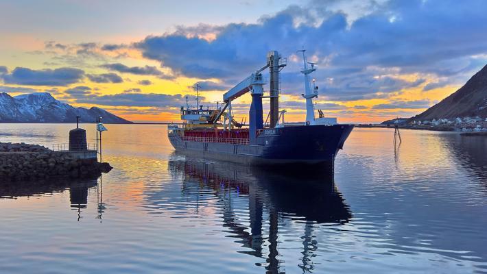 Sjøtransport, bærekraftig. «Kystrederiene mener at sjøveien, skip, farled og havner har mye å bidra med i scenariene for et bærekraftig samfunn», skriver Tor Arne Borge og Dag Bakka jr. Illustrasjonsfoto: Kystrederiene