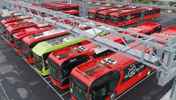 Elbusser, Oslo. Bybusser ved det allerede eksisterende ladeanlegget på Alnabru i Oslo. Foto: Ruter/Redink