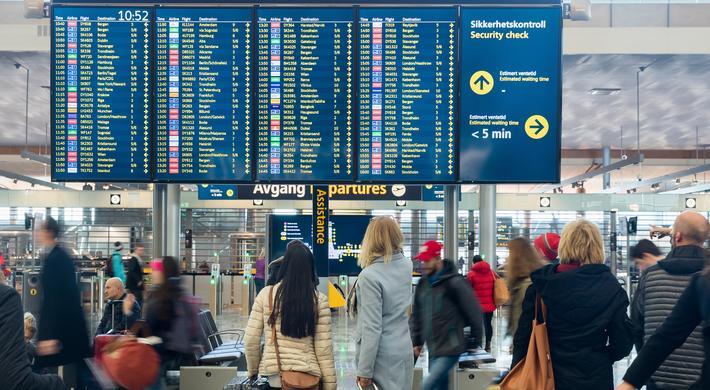Avinors korona-kutt. Ikke som det var. Under koronakrisen er masser av passasjerer og dermed store inntekter blitt borte. Illustrasjonsfoto: Espen Solli / Avinor