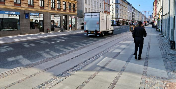 Superfortau. Bredt superfortau i Istedgade i København har medført 6 % mer fotgjengertrafikk og 40 % mindre biltrafikk i gaten. Foto: Via Trafik.