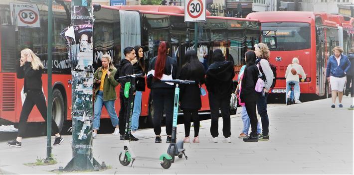 Korona og samferdsel. «Kanskje min bekymring for nye virus er overdreven», skriver Knut Anton Mork. «Men hvis ikke, burde vi ikke da ta en tenkepause omkring kollektivsatsing? Burde vi ikke for eksempel forske mer på flåter av selvkjørende taxier i byene? Eller satse mer på motorveier for elbiler enn på høyhastighetstog mellom de store byene? Illustrasjonsfoto: F. Dahl