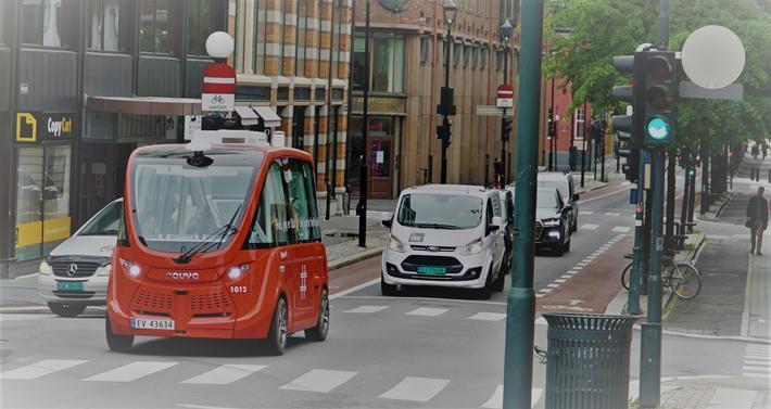 Selvkjørende minibusser i Oslo. Ny testrute for selvkjørende minibusser i Oslo – og den går gjennom flere lysregulerte kryss. Foto: Ruter