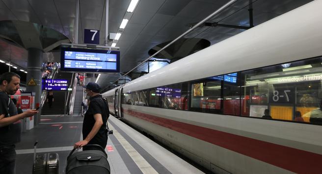 Tysk jernbanesatsing. Allerede i desember i år starter Deutsche Bahn med integrert taktruteplan mellom Berlin (bildet) og Hamburg. Da vil det gå et tog i begge retninger hver halvtime mellom de to byene.