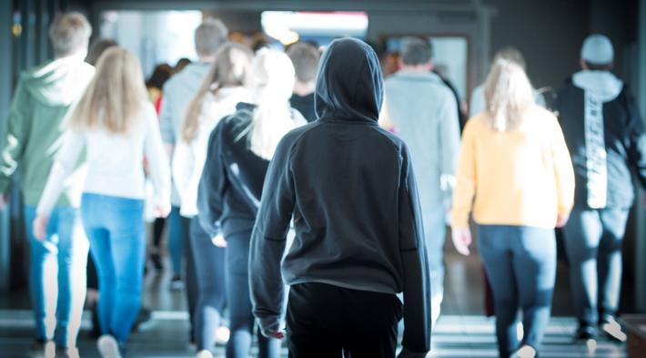 Undoms reisevaner. «Ungdommene foretar (…) omtrent like mange kollektivreiser som før, men de går og sykler mindre», skriver artikkelforfatteren. Illustrasjonsfoto: BF Sandnes /Scandinavian Stockphoto