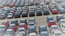 CO2-utslipp, EU-bøter. «EU-forordning 2019/631 gjør det særlig åpenbart at et forbud (mot registrering av nye bensin- og dieselbiler fra 2025, red. anm.) vil være uforholdsmessig: Det vil bli vurdert som svært inngripende, men ha bare begrenset betydning for klimagassutslippene fra personbiler i EØS-området», skriver artikkelforfatteren. Illustrasjonsfoto: Péter Gudella /Scandinavian Stockphoto
