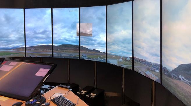Fjernstyrte flytårn. Hasvik lufthavn sett fra fjernstyringssenteret i Bodø. Foto: Avinor Flysikring