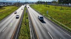 Smalere motorveier. Jo bredere motorvei, jo mer asfalt, jo mer penger … Illustrasjonsfoto: Knut Opeide/Statens vegvesen
