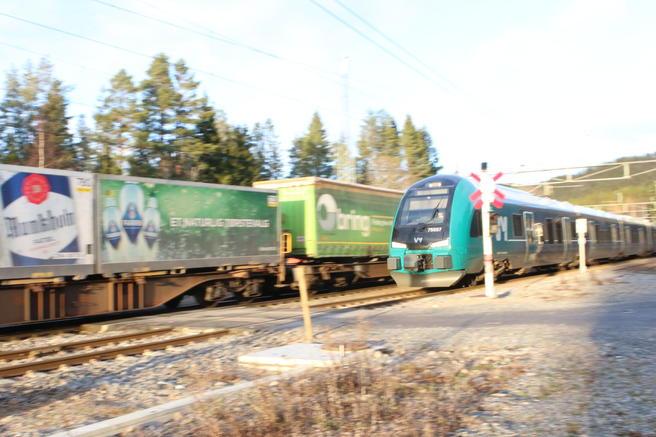 CO2-utslipp fra transport. Jernbanetransporten, vel å merke ingen ruvende transportgren her i landet, sto ifølge SSB for 0,1 prosent av de samlede CO2-utslippene i Norge i fjor. Foto: F. Dahl