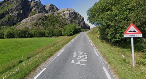 Dårlige fylkesveier. Fylkesvei 828, en av dem som skal få hjelp i de kommende par årene. Foto: Google Maps