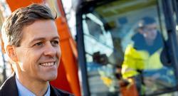 Fossulfrie anleggsplasser i transportsektoren. «En av målsettingene er å skape en større etterspørsel i markedet for nullutslippsmaskiner gjennom å igangsette pilotprosjekter», sier samferdselsminister Knut Arild Hareide. Foto: Samferdselsdepartementet