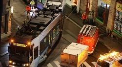 Trikkeavsporing i Oslo. En forstyrrende trikkeavsporing i Oslo i grålysningen i dag. Foto: F. Dahl