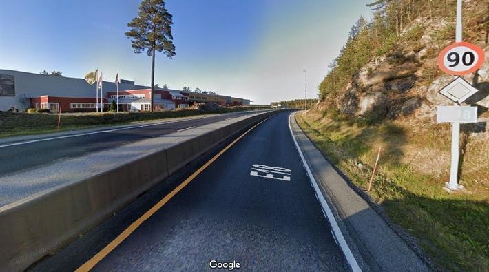 Alternativ veiløsning på Sørlandet. En del av dagens E18 som i Naturvernforbundets vurdering har så god standard at nybyggingen som regjeringen og Nye Veier går inn for, bør skrinlegges – til fordel for natur, miljø og et mer fornuftig investeringsnivå. Foto: Google Maps