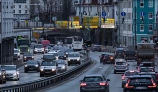 Reduserte utslipp i Bergen. Utslippene fra veitrafikken gikk ned i Bergen også før koronapandemien reduserte trafikken, eksempelvis her over Danmarksplass, et av de mest trafikkerte veikryssene i byen.