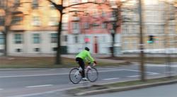 Sykling og skader. «Sykkelfelt er det blitt mange flere av i Oslo, men de er ikke det vi kan kalle beskyttede», skriver Rune Elvik. Illustrasjonsfoto: F. Dahl