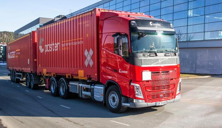Biogassdrevet lastebil. Container-lastebilen skal kjøre på flytende biogass. Foto: Posten Norge AS