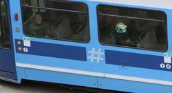 Redusert kollektivtrafikk. Koronatid – mange ledige seter på trikken. Foto: F. Dahl