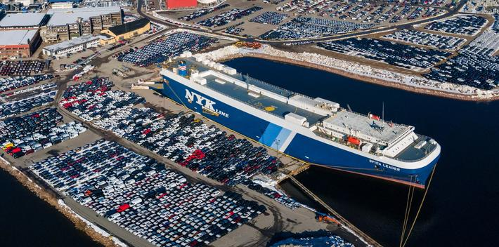 Import av nye bilder. Opphopning av nye biler i landets største bilimport-havn. Foto: Drammen havn