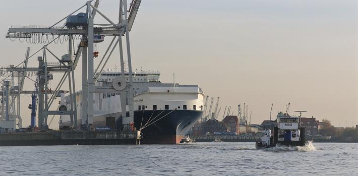 Hamburgs store havn. Mer enn 600 000 sysselsatte er avhengig av HPA Hamburg, Tysklands største og Europas tredje største havn.