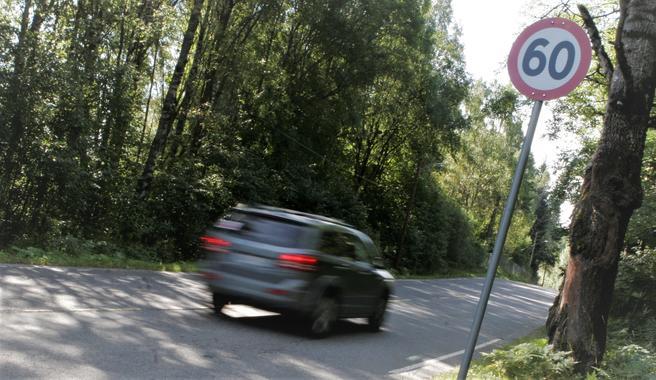 Færre stygge trafikkulykker. «Det største bidraget kommer fra tendensen til lavere fart», skriver Rune Elvik. Foto: F. Dahl