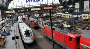 Fremtidige nattogreiser - kanskje. «En reise til Hamburg i lavprisflyets tidsalder krever nå minst to togbytter, ofte flere. Og den involverer alltid flere togoperatører», skriver Svein Skartsæterhagen. Foto: F. Dahl