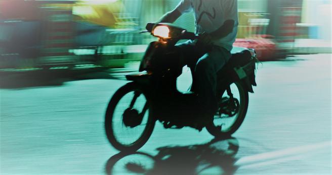 Valg mellom tohjulinger. Nye valgmuligheter for den som vil ta seg frem med motoriserte tohjulinger eller kollektive transportmidler. Illustrasjonsfoto: Jean Schweitzer /Scandinavian Stockphoto